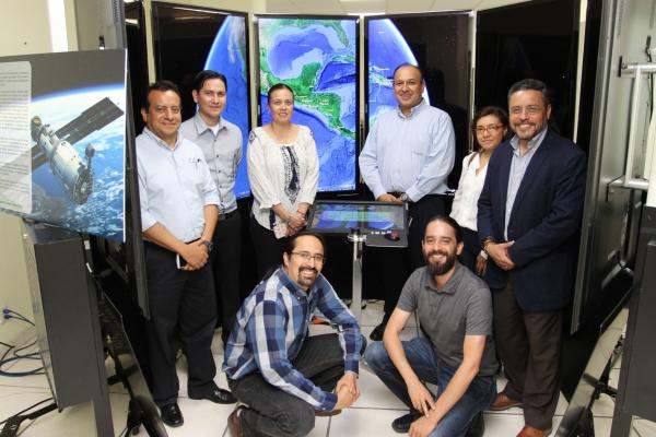 Visitan las instalaciones del Centro de Excelencia Virtual en Monitoreo Forestal en Mesoamérica (CEVMF)
